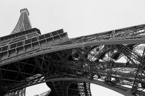 Eiffel-Tower-Paris - France-tips-travel-on-a-budget