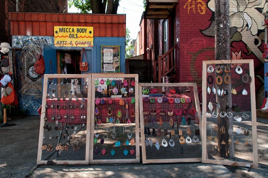 Earrings - Toronto - Ontario